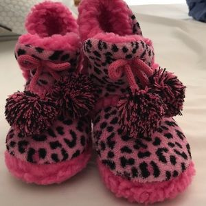Other - Cuddl dud slippers